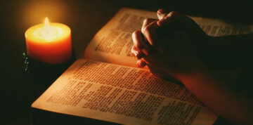 bible-candle-praying-hands-840×415