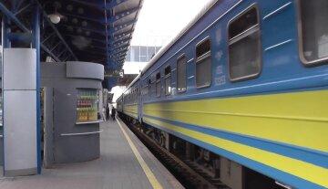НП на київському вокзалі: чоловікові відрізало ноги поїздом, подробиці з місця