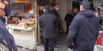 """Поліція влаштувала облаву на одеському ринку, Відео: кого """"ловлять"""""""