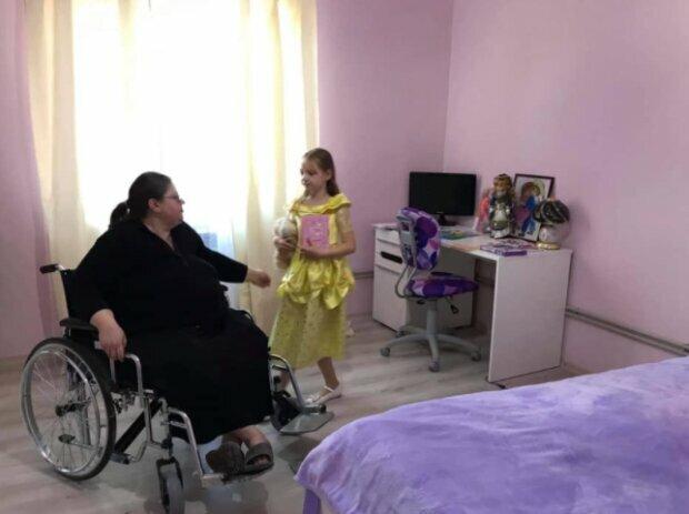 """""""Спала на полу и варила есть"""": маленькая украинка годами ухаживала за парализованными мамой и бабушкой"""