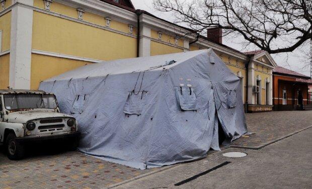 Больных коронавирусом одесситов будут принимать на улице: показательные фото