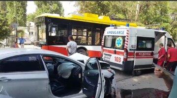 """Водій тролейбуса влаштував ДТП в Одесі, відео: """"втратив свідомість"""""""