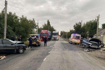 ДТП на украинской трассе, авто разбиты вдребезги и много пострадавших: фото и что известно