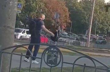 """У Харкові чоловік без одягу кидався на перехожих, відео: """"напав на хлопця і..."""""""