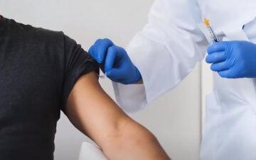 """Україна нарешті отримає вакцину від вірусу, перший контракт підписаний: """"Буде поставлена протягом..."""""""