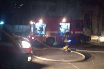 Киевский супермаркет охватило пламенем: кадры последствий масштабного пожара