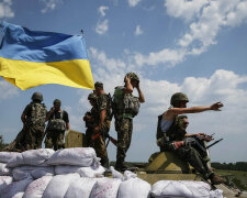 Ukrainian troops are pictured near the eastern Ukrainian town of Seversk