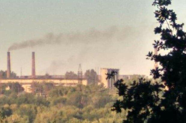 """Днепряне жалуются на выбросы заводов, кадры: """"запахи по ночам невозможно описать словами"""""""