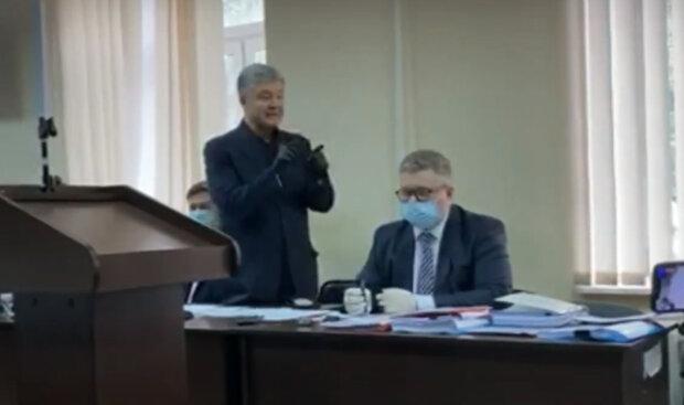"""""""Треш і нісенітниця"""": ображений Порошенко не витримав і перейшов на """"гостре слівце"""" у залі суду"""