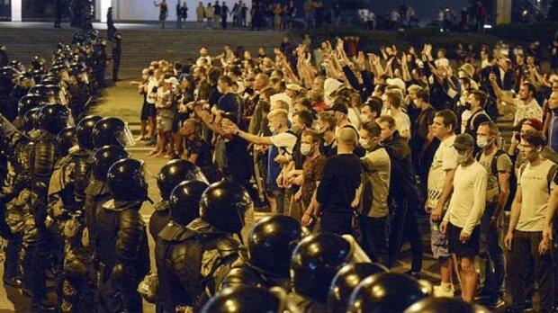 Майдан захлестнул Беларусь с новой силой, ОМОН набросился даже на журналистов: «В ход идет все…»