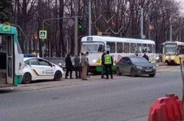 Рух заблоковано в обидві сторони: аварія в Харкові зупинила транспорт, фото