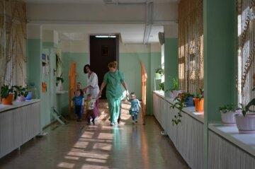 В Днепре дети-сироты остались брошенными в больнице: неравнодушных молят о помощи
