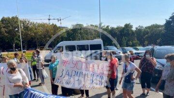 """В Одесі під ОДА збунтувалися переселенці: """"Заручники у своїй країні"""""""