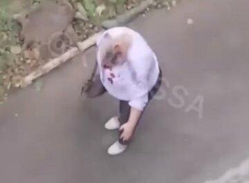 """В Одесі скоєно напад на вчительку, відео свавілля: """"розбив голову і кричав, що...."""""""