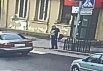 Озброєний пенсіонер атакував кредитний офіс: перші кадри НП у Вінниці