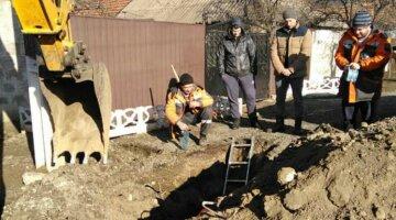 """В Кривом Роге бросились на раскопки """"сокровищ"""", фото: """"прямо возле частных домов"""""""