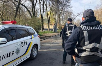 """Вандал устроил небывалый погром на Одесчине: """"разрушил больше 10 могил"""", фото"""