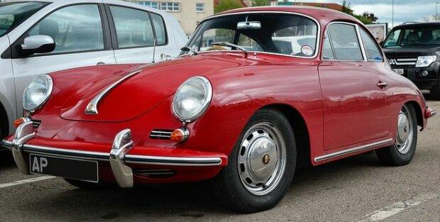Українці продовжують скуповувати старі авто: побито новий рекорд
