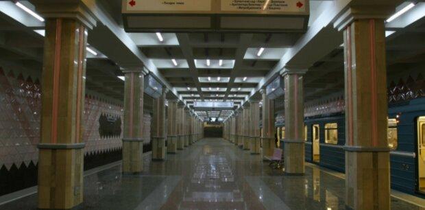 Вандали облюбували порожнє метро в Харкові, кадри вражають