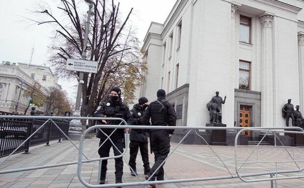 ЧП в Раде: на место стягивают взрывотехников и полицию, кадры происходящего