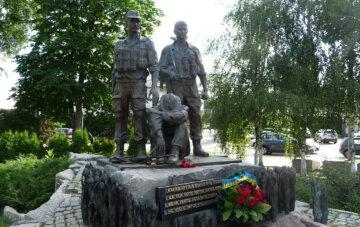 """""""Ганебна сторінка історії"""": в Україні запропонували відмовитися від пам'ятників афганцям"""