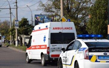 """Женщине разбили голову стеклянной бутылкой: """"прилетело"""" и в 5-летнего ребенка, подробности"""