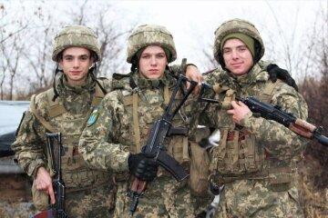"""""""Тільки тут ми стали близькими"""": українці захопилися історією трьох братів, які пішли на фронт"""