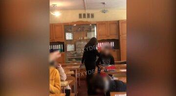 """""""Остановите издевательства"""": в Одессе  заявили о травле педагога и ученика после инцидента в школе"""