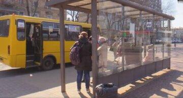 В Одессе незнакомец отправил парня в реанимацию на остановке: избил до потери сознания