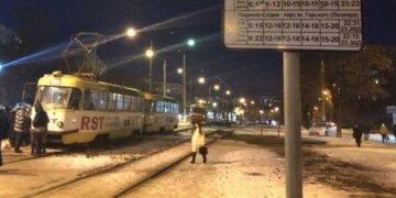 """У Харкові неадекват закидав камінням трамвай, фото наслідків: """"водій утримував хулігана"""""""