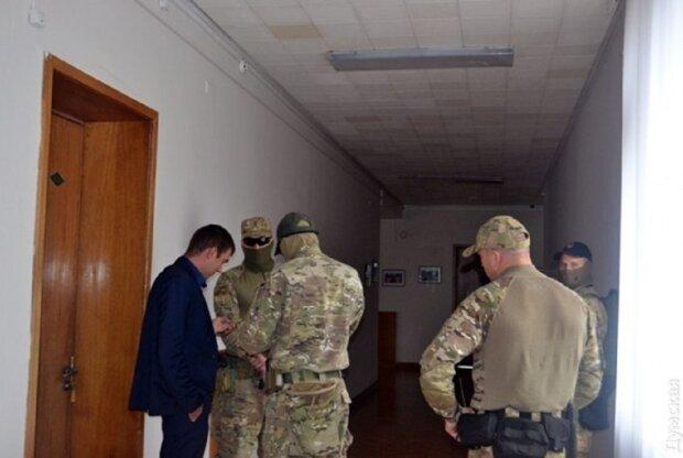 Озброєні люди увірвалися в Одеську ОДА: подробиці і фото