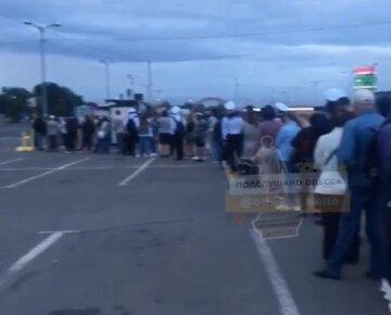 """Транспортний колапс скував Одесу, відео: """"люди б'ються на вході"""""""