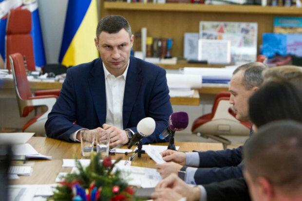 Кличко та Тищенко розприділили фінансові потоки: хто допомагає та як виводять кошти - ЗМІ