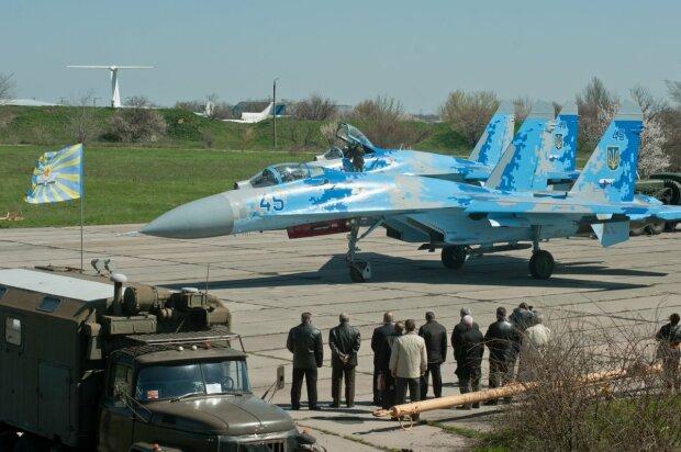 самолет истребитель Су-27