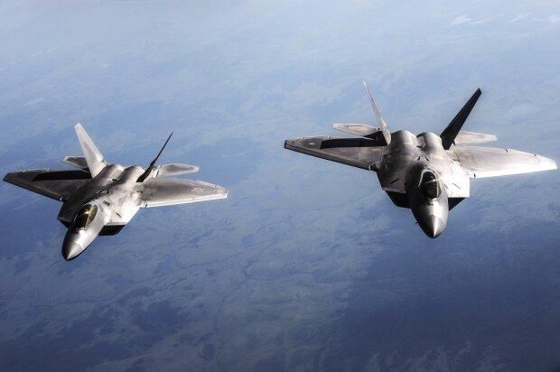 истребитель самолет F-22