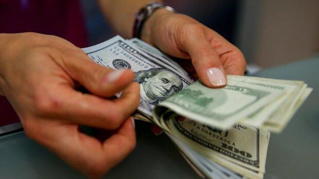 Ситуація з курсом валют різко змінилася, пора займати чергу в обмінниках: що буде з гривнею