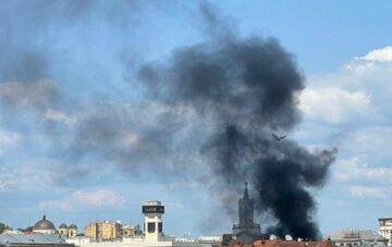 """На харківському вокзалі спалахнула пожежа, кадри з місця: """"у вогні 250 кв. метрів"""""""