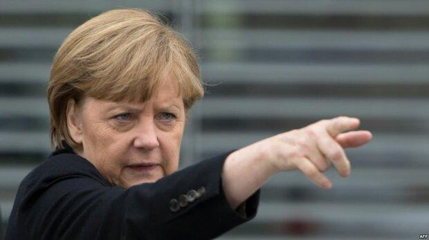 Меркель представила себя премьер-министром Украины: три реформы от политика