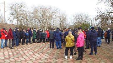 """Розлючений натовп повстала в Затоці, відео: """"Є побоювання за своє життя"""""""