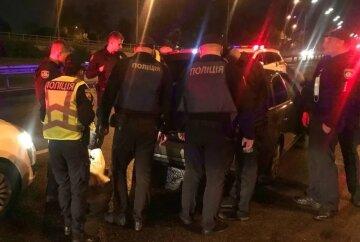 Водій влаштував п'яний заїзд і відкрив стрілянину по поліцейських: фото і відео з місця