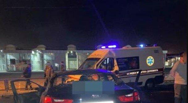 У Харкові водій протаранив швидку з вагітною всередині: розгорілася пожежа, кадри