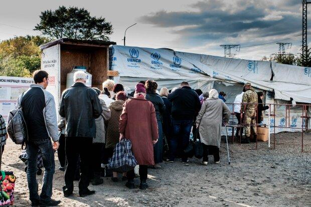 """У """"ДНР"""" вирішили завдати """"удару"""" по економіці України: """"Припинять кататися пенсовозки"""""""
