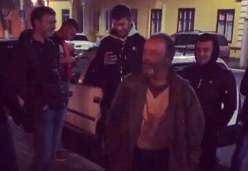 """Підлітки по-звірячому розправилися з місцевою знаменитістю на Одещині, відео: """"садистам по 12 і 13 років"""""""