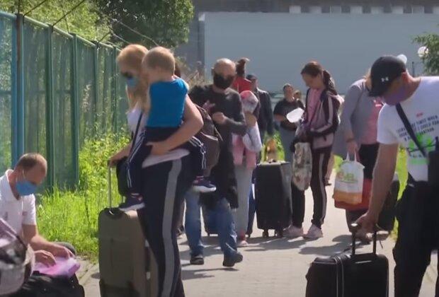 Робота в Польщі: українців переманюють разом з сім'ями, кого шукають і скільки готові платити