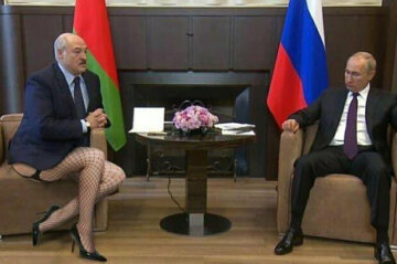 С баяном, картошкой и у Путина на коленках: соцсети заполонили фотожабы после визита Лукашенко в РФ