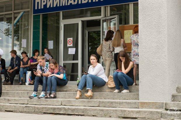 Время для поступления в ВУЗ резко сократили: что нужно знать украинским абитуриентам