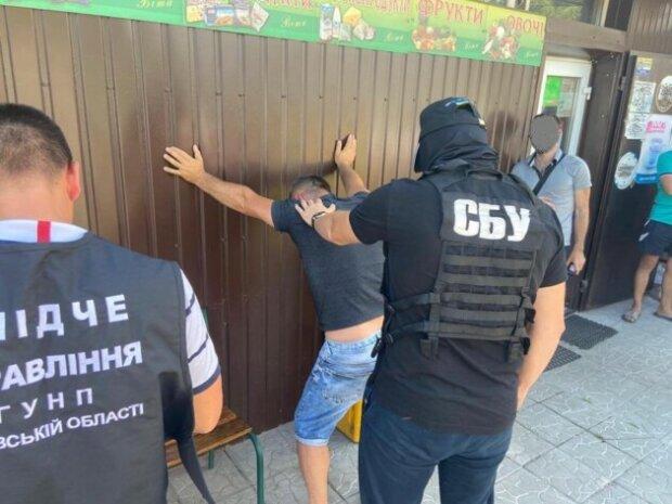 """Депутат попався на гарячому під Києвом: """"вимагав гроші за..."""""""