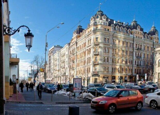 Массовый протест возле дома Кличко парализовал центр Киева: первые подробности и кадры