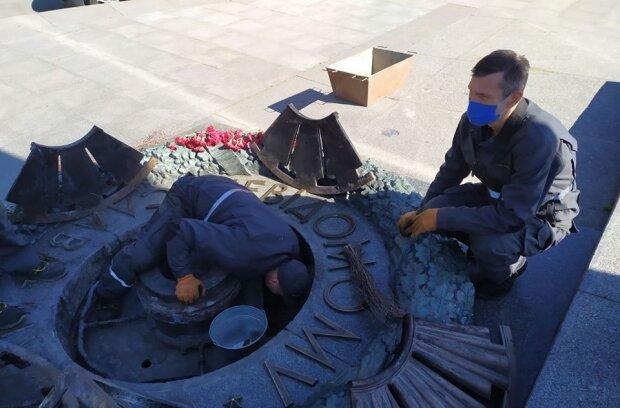 Вандалы атаковали Вечный огонь в центре Киева, появились фото