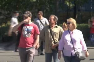 зарплата, люди на улице, украинцы